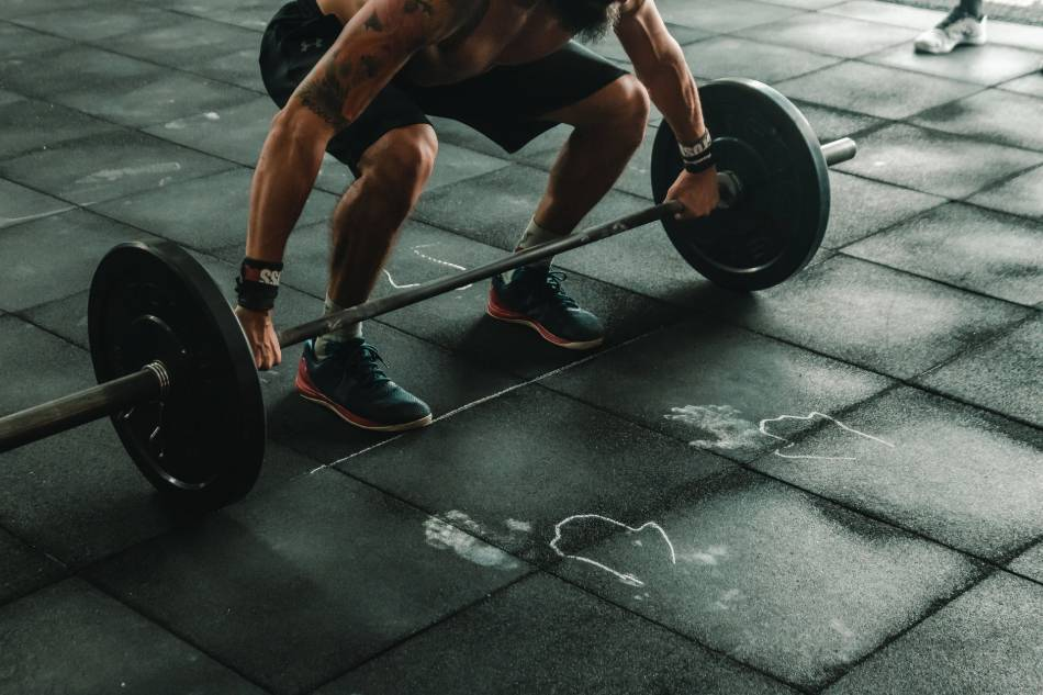 Man lifting weights in a gym.