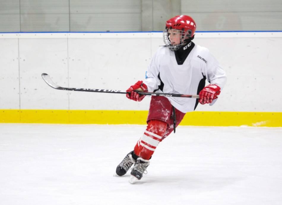 Youth hockey player stops and turns around.