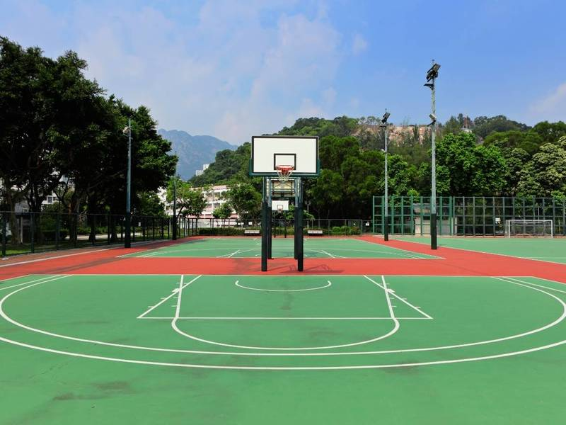 Outdoor multi-purposed courts for basketball and soccer.